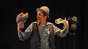 Le Fumiste - teatro de objetos, circo e magia